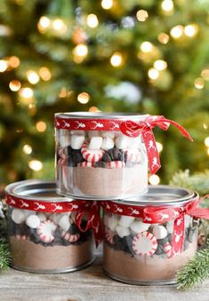 Last-minute handmade Christmas gift ideas - create a holiday baking gift basket, snowman candle, and peppermint hot cocoa gifts. Easy Diy Christmas Gifts, Christmas Gifts For Coworkers, Christmas Gift Guide, Homemade Christmas, Christmas Fun, Winter Wonderland Christmas, Christmas Tables, Nordic Christmas, Christmas Quotes