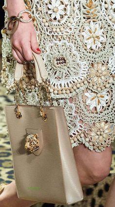Knitwear Fashion, Crochet Fashion, Fashion Handbags, Fashion Bags, Old Fashioned Drink, Handmade Handbags, Fashion Now, Embroidery Fashion, Irish Lace