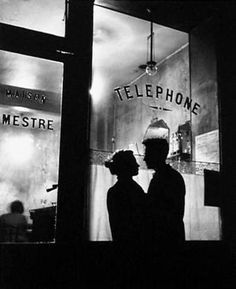 Menilmontant (Devant Chez Mestre), Paris, France, 1957 by Willy Ronis. 6 Vintage Photos That Prove Paris In The Springtime Is Magical Vintage Paris, Vintage Chanel, Vintage Love, French Vintage, Wedding Vintage, Willy Ronis, Menilmontant Paris, Belleville Paris, Drive In