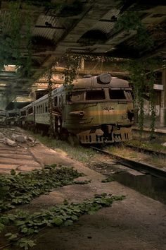 640-Abandoned-Train-Station-l