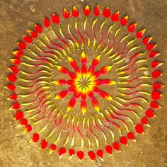 Artist Kathy Klein draws inspiration from its magnificence to create these beautifully radiant mandalas which she refers to as danmalas. Danmala is a portmanteau of two words in Sanskrit: dān (the giver) and mālā (garland of flowers). Flower Circle, Flower Mandala, Flower Petals, Mandala Art, Flower Art, Buddhist Art, Circle Of Life, Wedding Art, Environmental Art
