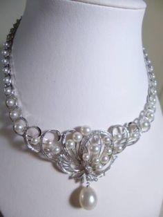 御木本のアンティークネックレス。真珠、ダイヤモンド。K14WG。「WGK14」「K.MIKIMOTO」の刻印あり。「K.MIKIMOTO」は御木本真珠店の幸吉 御木本のオリジナル製品。石目は不明。トップ部分真珠1、05x1,2m 2,5mm~6,11mm 重量41,4g