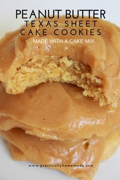 Peanut Butter Texas Sheet Cake Cookies - Practically Homemade<br> Made with a cake mix, loaded with peanut butter and topped with a cooked frosting.these Peanut Butter Texas Sheet Cake Cookies Peanut Butter Sheet Cake, Homemade Peanut Butter, Peanut Butter Cookie Recipe, Peanut Butter Recipes, Cake Mix Cookie Recipes, Cake Mix Cookies, Cookies Et Biscuits, Dessert Recipes, Sandwich Cookies