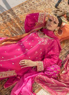 Shadi Dresses, Indian Gowns Dresses, Indian Fashion Dresses, Dress Indian Style, Indian Designer Outfits, Designer Dresses, Beautiful Pakistani Dresses, Pakistani Bridal Dresses, Pakistani Dress Design