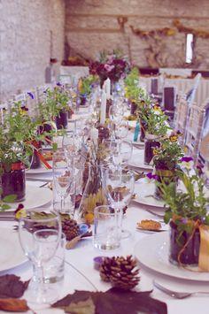 Mesa rústica para bodas de campo en otoño
