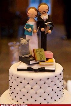 Cute cake topper for inspiring authors, professional authors, and book lovers.