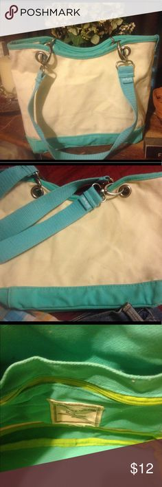 Thirty One 👛 Purse This purse features two inside pockets. Two straps attached with grommets. Very cute and stylish. Teal and cream. One small dirt spot barely noticed in pic 2. Thirty One Bags