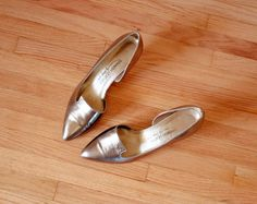 gold pointed toe shoes