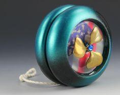 Maple yo-yo with a USA theme