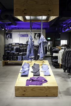 Pioneer flagship store by HALFMANN MENNICKHEIM & Vizona, Wolfsburg   Germany