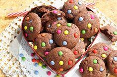 Di gotuje: Czekoladowe ciasteczka z kolorowymi drażetkami