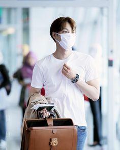 Jongin in that white plain tshirt is everything appreciation insta post Exo Kai, Baekhyun, Electronic Music Instruments, Rapper, Happy Hearts Day, Kim Jongin, Kpop, Airport Style, Airport Fashion