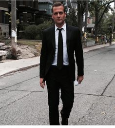Image shared by Bianca. Find images and videos about suits, harvey specter and gabriel macht on We Heart It - the app to get lost in what you love. Gabriel Macht, Suits Usa, Mens Suits, Suits Series, Suits Tv Shows, Harvey Specter, Suits You Sir, Suits Harvey, Costume
