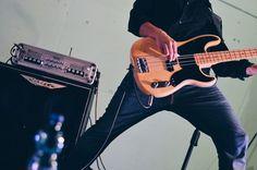 Maurizio Cambianica - Maurizio Pirovano, La pelle racconta. Concerto in favore delle persone terremotate, Cisano Bergamasco (BG). Fotografie di Chiara Arrigoni. #lecco #rock #music #mauriziopirovano #bass #fender