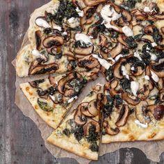 Hvit pizza med sopp og spinat – Ourkitchenstories
