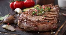 Few meals are more elegant and satisfying than a perfectly cooked steak. With the proper equipment and a little attention to detail, you can cook the perfect round steak right on your stove top! What is Round Steak? Carne Asada, Steak On Stove, Beef Rump, Beef Steak, Top Round Steak, Slow Cooker Stuffed Peppers, Gourmet Recipes, Healthy Recipes, Food Print