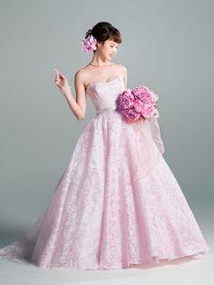 グランマニエ(GRANMANIE) 銀座 大輪のシャクヤクを贅沢に。甘さあふれるピンクドレスをリッチに着こなして