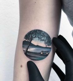 20 Detailed Tattoos That Fit Perfectly Into Small Circles - UltraLinx