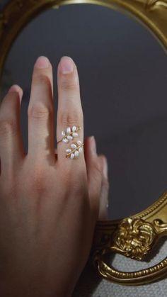 Handmade Jewelry Tutorials, Handmade Wire Jewelry, Diy Crafts Jewelry, Ring Crafts, Handmade Rings, Diy Wire Jewelry Rings, Wire Jewelry Designs, Beaded Jewelry, Diy Beaded Rings