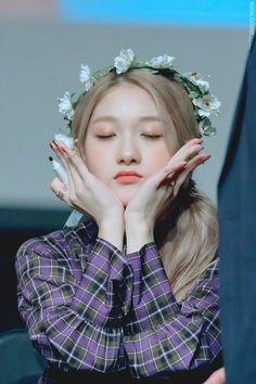 South Korean Girls, Korean Girl Groups, Lee Seo Yeon, Pop Group, Flower Crown, Cool Girl, Idol, Celebrities, Beauty