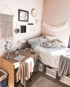 dream rooms for girls teenagers * dream rooms ; dream rooms for adults ; dream rooms for women ; dream rooms for couples ; dream rooms for adults bedrooms ; dream rooms for girls teenagers College Bedroom Decor, Teen Room Decor, College Dorm Rooms, Cute Room Decor, Budget Bedroom, Bedroom Themes, Bedroom Ideas For Teen Girls, Teen Girl Bedrooms, Bedrooms For Teenagers
