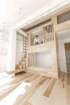 design astucieux intégère deux lits superposés avec escalier adjacent
