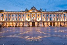 Top 5 free things to do in Toulouse - Main Tour- Travel Guide Barcelona, Toulouse France, Thing 1, Free Things To Do, Gopro, Travel Guide, Stuff To Do, Places To Visit, Louvre