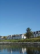 Stein Inn - the oldest inn on Skye offers good food, real ale and comfortable accommodation. Hotel rooms, dinner, bed and breakfast and self-catering. 130 malt whiskies.
