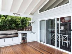 When it comes to real estate, first impressions do matter. So how can you create a stunning weatherboard house design without breaking budget? Outdoor Bbq Kitchen, Outdoor Kitchen Design, Outdoor Kitchens, Patio Design, Outdoor Living Rooms, Outdoor Spaces, Living Spaces, Weatherboard Exterior, Saint Claude