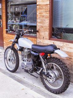 Brat Yamaha SR. Lookin like loads of fun! I might need one of those.
