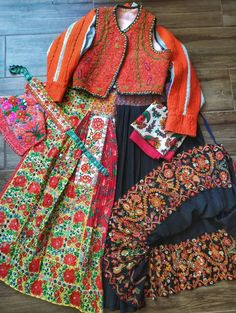 Folk Dance, Traditional Dresses, Leo, Women's Clothing, Dress Up, France, Culture, Embroidery, Clothes For Women