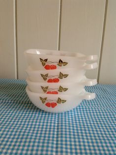Set of Four Vintage Pyrex Tart/ Pie Dish- Strawberry Design on Etsy, $14.85