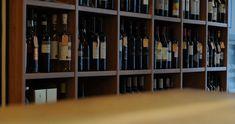 Willkommen bei Sazio – Italienische Küche – auch zum Mitnehemen Shelving, Divider, Restaurant, Furniture, Home Decor, Italian Kitchens, Shelves, Decoration Home, Room Decor