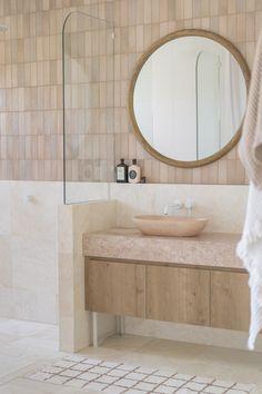 Earthy Bathroom, Natural Bathroom, Bathroom Styling, Travertine Bathroom, Concrete Bathroom, Pink Bathroom Tiles, Marble Bathrooms, Modern Bathroom Design, Bathroom Interior Design