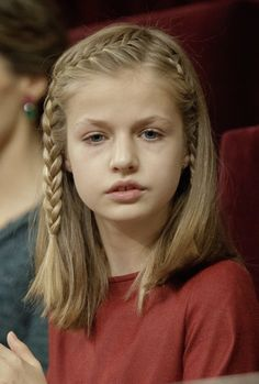 November Leonor de Borbón, Princess of Asturias, at the Congress of Deputies in Madrid, Spain, during the Opening of the XII Legislature. Easy Little Girl Hairstyles, Baby Girl Hairstyles, Hairstyles For School, Braided Hairstyles, Hair Inspo, Hair Inspiration, Girl Hair Dos, Spanish Girls, Girls Braids