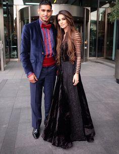 Sự thật trái ngang đằng sau hôn nhân của cô gái xinh đẹp cuộc sống sang chảnh vạn người mơ   Faryal Makhdoom Khan 25 tuổi cho biết cô đã bị gia đình nhà chồng bắt nạt cả về thể chất lẫn tinh thần. Chồng cô không ai xa lạ đó chính là võ sĩ người Anh gốc Pakistan Amir Khan 30 tuổi.  Amir Khan là võ sĩ nổi tiếng trên toàn thế giới không chỉ vì tài giỏi mà còn bởi những tai tiếng xung quanh người đàn ông giàu có này. Trước khi lấy vợ Amir Khan là một tay chơi khét tiếng anh thường xuất hiện ở…