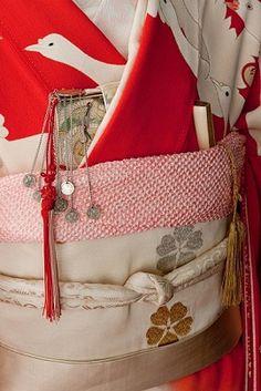 Details of a obi belt on a kimono. Kimono Japan, Yukata Kimono, Kimono Fabric, Japanese Kimono, Flower Fabric, Traditional Kimono, Traditional Outfits, Modern Kimono, Wedding Kimono