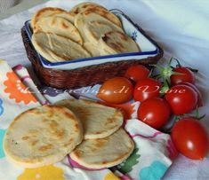 focaccine al latte cotte in padella, ricetta alternativa al classico pane, focaccine al latte facili da fare.