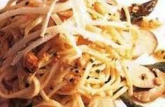 Ensalada de pasta con espárragos y setas