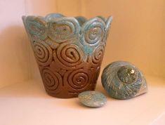 Boudoir, mon beau boudoir… - Cosy home For You Boudoir, Orange Clair, Cosy, Planter Pots, Decor, Turquoise Throw Pillows, Orange Painting, Coloured Glass, Powder Room