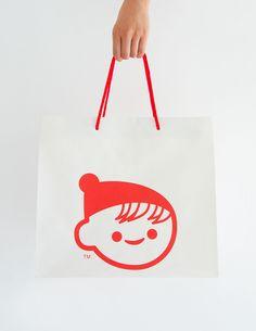 Client / CHICHIYASU Media / Paper Bag Creative Director / Ken Masumura Art Director / Michihiro Ishizaki  Designer / Yumi Yazawa, Koichi Sugiyama Copywriter / Shinko Okayama