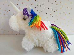 bébé licorne en laine  bébé licorne en pompon rainbow #challengeouiaremakers  #rainbow #ouiareclafc  oui are makers couleurs, arc en ciel, férier, fairy