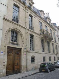 Hôtel de Lauzun. façade
