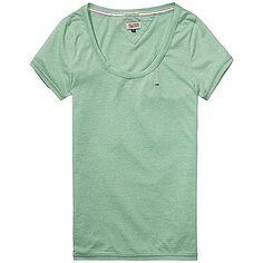 Das lässige T-Shirt Leena von Hilfiger Denim lässt sich trendig mit Jeans im aktuellen Used-Look kombinieren. 50% Polyester, 44% Baumwolle, 6% Viskose...