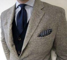 Blue and grey always work out - tweed coat, blue waistcoat, navy tie & navy polka dot pocket square Mens Fashion Blog, Fashion Mode, Look Fashion, Elegance Fashion, Classy Fashion, Fashion Styles, Gentleman Mode, Gentleman Style, Dapper Gentleman