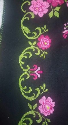 This Pin was discovered by HUZ Cross Stitch Borders, Simple Cross Stitch, Cross Stitch Flowers, Cross Stitch Designs, Cross Stitching, Cross Stitch Embroidery, Cross Stitch Patterns, Baby Dress Patterns, Line Patterns