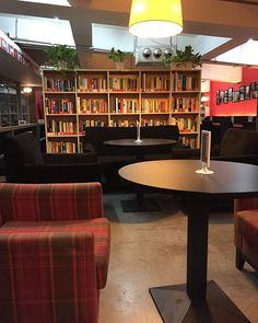 Café aconchegante, calmo e rodeado de livros para o cliente ler ❤️😱 #librairieavantgarde #marinachina #nanjing