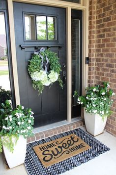 45 Rustic Farmhouse Front Porch Decorating Ideas – Best Home Decorating Ideas - Page 40 Front Door Porch, Front Door Decor, Front Porch Plants, Country Front Door, Front Porch Decorations, Front Door Colors, Front Porch Garden, Summer Front Porches, Front Door Entryway