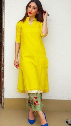 like the collar Pakistani Dresses, Indian Dresses, Indian Outfits, Kurta Designs Women, Blouse Designs, Stylish Dresses, Fashion Dresses, Fashion Styles, Fancy Kurti