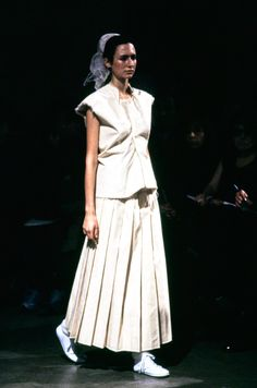 Comme des Garçons Spring 1998 Ready-to-Wear Fashion Show - Laurence Desbisschop